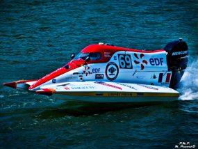 bateau de l'école supérieur d'ingénieur en génie électrique aux 24 heures motonautiques de Rouen