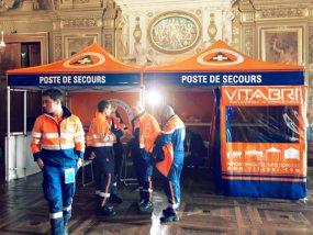 Tente pliante V3 en configuration de poste médical avancé à l'Hôtel de Ville de Paris