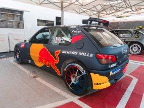 306 maxi de Sébastien Loeb Racing sous des tentes paddocks V2