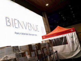 tente pliante de la protection civile pour une opération de dépistage du COVID-19 à l'aéroport de Paris Charles de Gaulle
