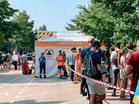 tente pliante du centre de vaccination mobile de Troyes