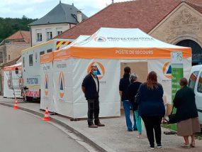 tentes pliantes du centre de vaccination mobile de la protection civile de l'Aube