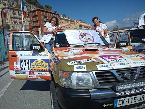 Sourires et Rêves de Gazelles au départ du rallye Aïcha des Gazelles