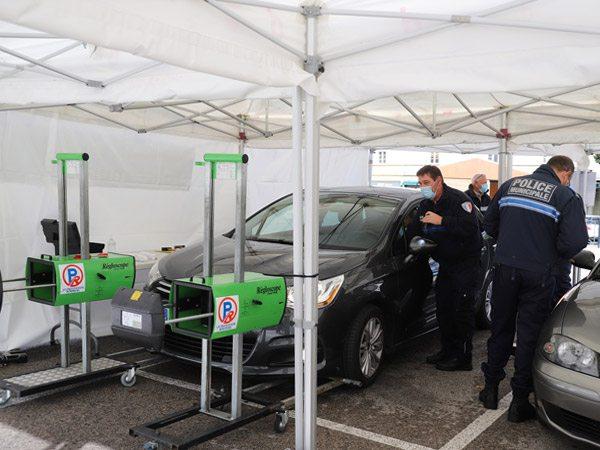 tente pliante V3 PRO utilisée lors d'une campagne de prévention routière