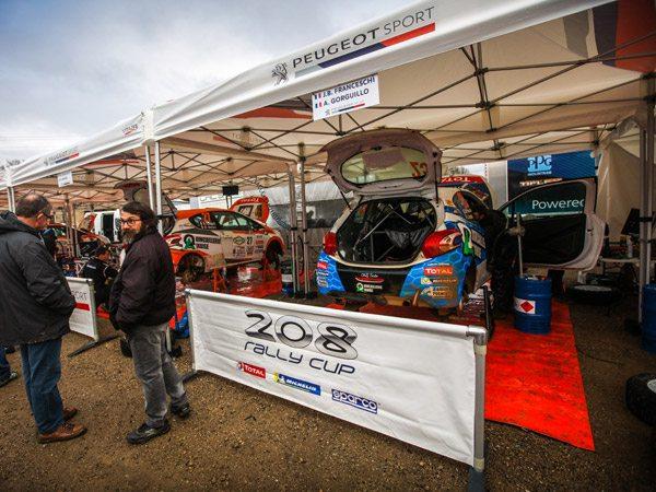 tentes pliantes V3 PRO à la première manche de la 208 rally cup au rallye terre des Causses